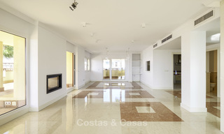 Rare, very spacious 5-bed penthouse apartmentwith sea and mountain views for sale on the Golden Mile in Marbella 16541