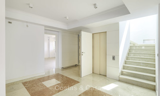 Rare, very spacious 5-bed penthouse apartmentwith sea and mountain views for sale on the Golden Mile in Marbella 16549