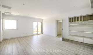 Rare, very spacious 5-bed penthouse apartmentwith sea and mountain views for sale on the Golden Mile in Marbella 16551