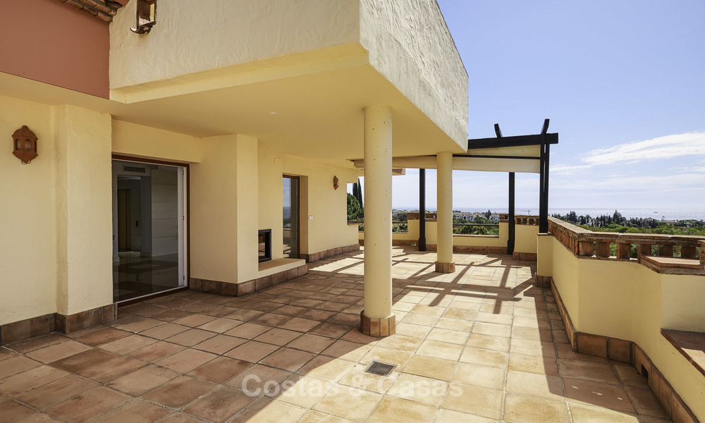 Rare, very spacious 5-bed penthouse apartmentwith sea and mountain views for sale on the Golden Mile in Marbella 16559