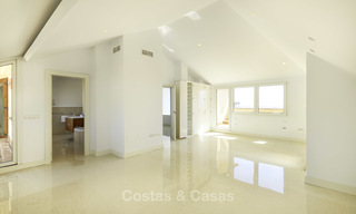 Rare, very spacious 5-bed penthouse apartmentwith sea and mountain views for sale on the Golden Mile in Marbella 16572