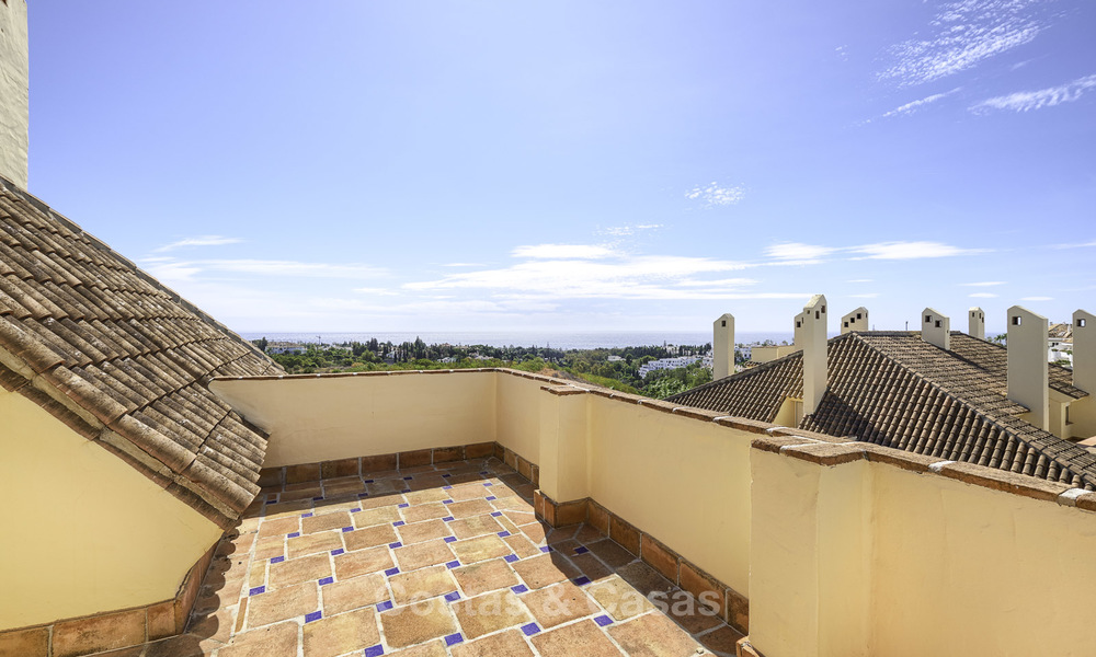 Rare, very spacious 5-bed penthouse apartmentwith sea and mountain views for sale on the Golden Mile in Marbella 16573