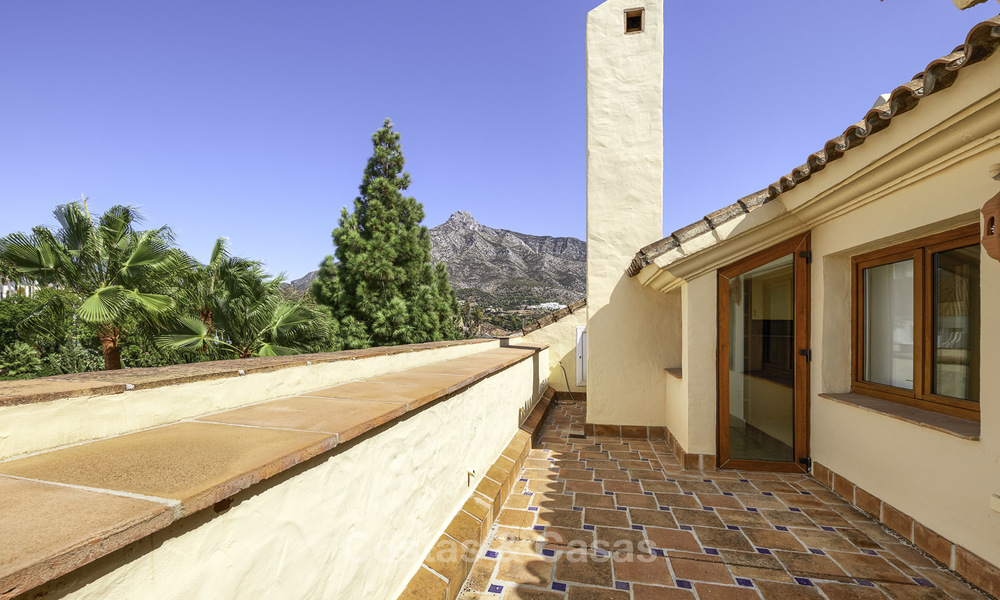 Rare, very spacious 5-bed penthouse apartmentwith sea and mountain views for sale on the Golden Mile in Marbella 16574