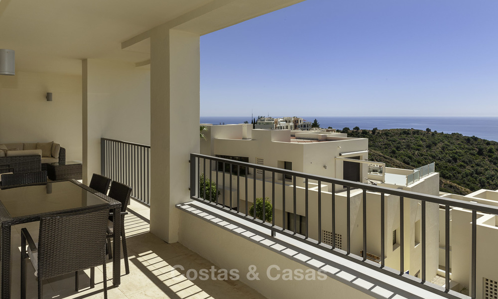 Move-in ready modern 3-bed apartment with spectacular sea and mountain views for sale in Marbella 16832
