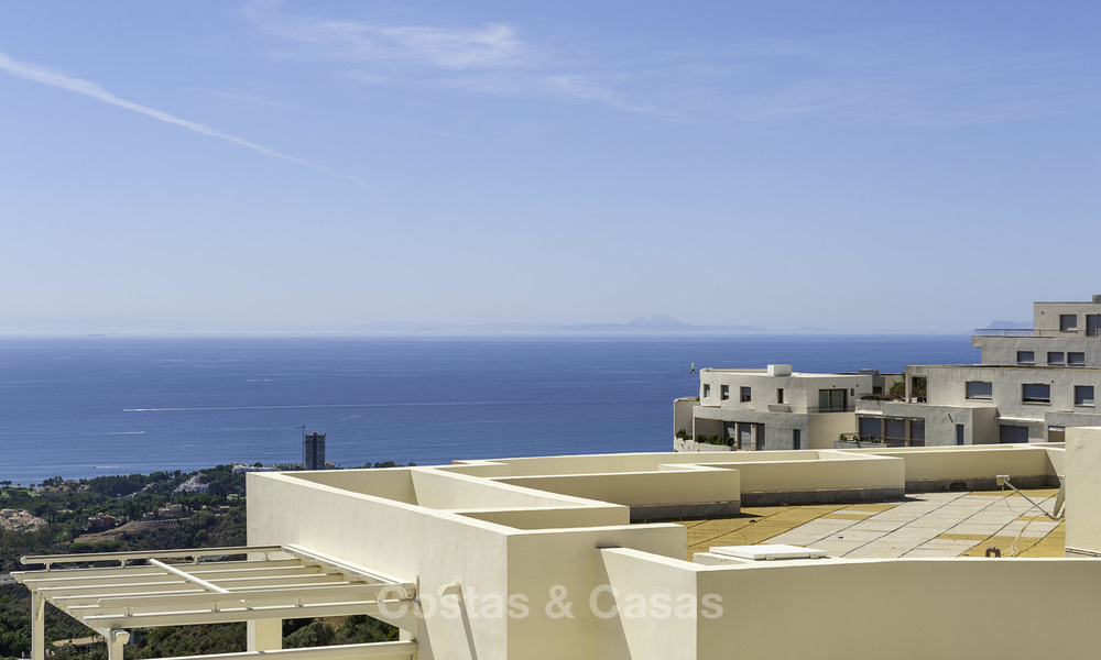 Move-in ready modern 3-bed apartment with spectacular sea and mountain views for sale in Marbella 16834