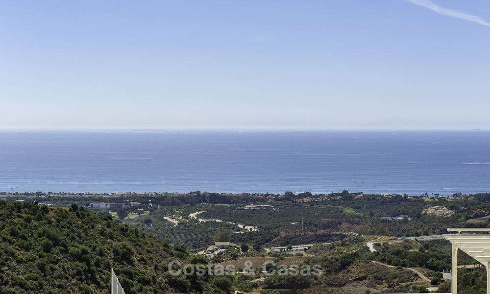 Move-in ready modern 3-bed apartment with spectacular sea and mountain views for sale in Marbella 16835