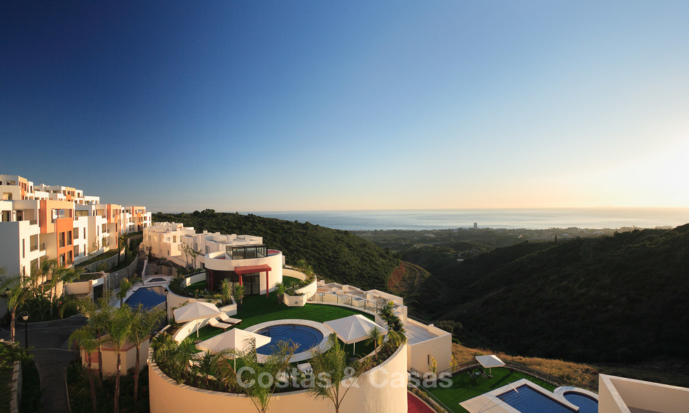 Move-in ready modern 3-bed apartment with spectacular sea and mountain views for sale in Marbella 16861