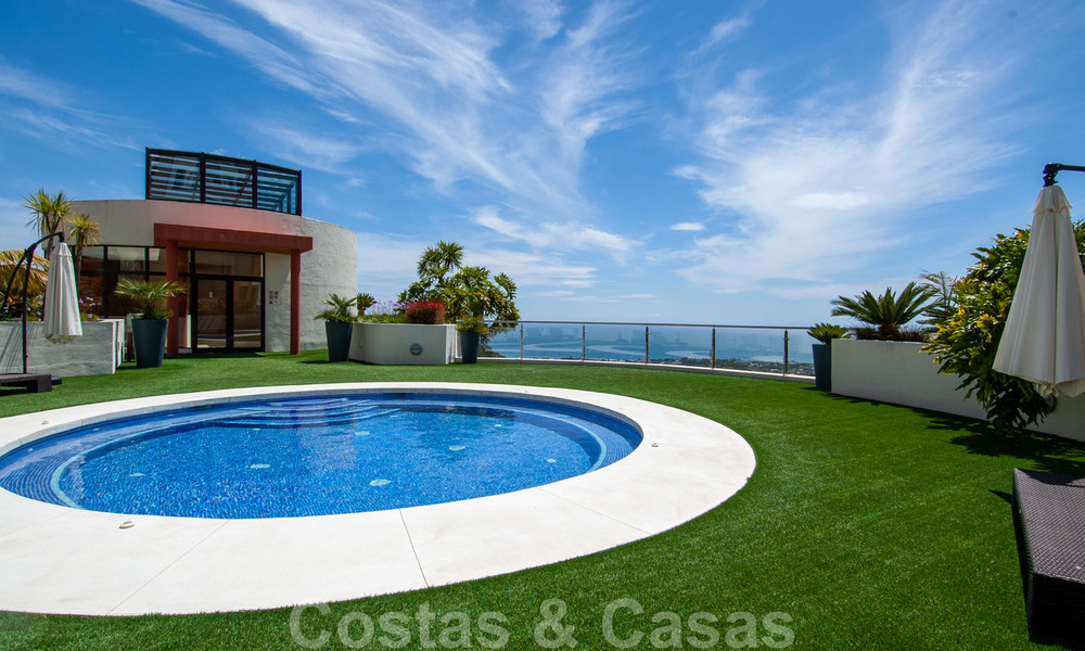 Move-in ready modern 3-bed apartment with spectacular sea and mountain views for sale in Marbella 27419