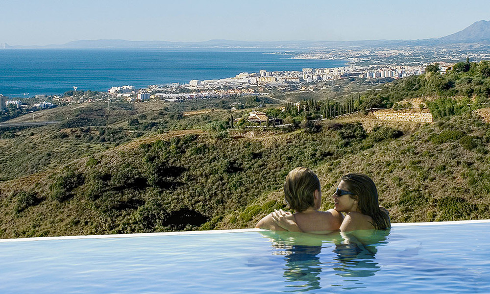 Move-in ready modern 3-bed apartment with spectacular sea and mountain views for sale in Marbella 27424