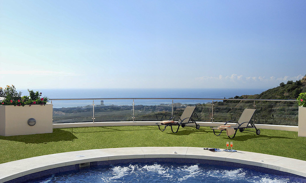 Move-in ready modern 3-bed apartment with spectacular sea and mountain views for sale in Marbella 27425