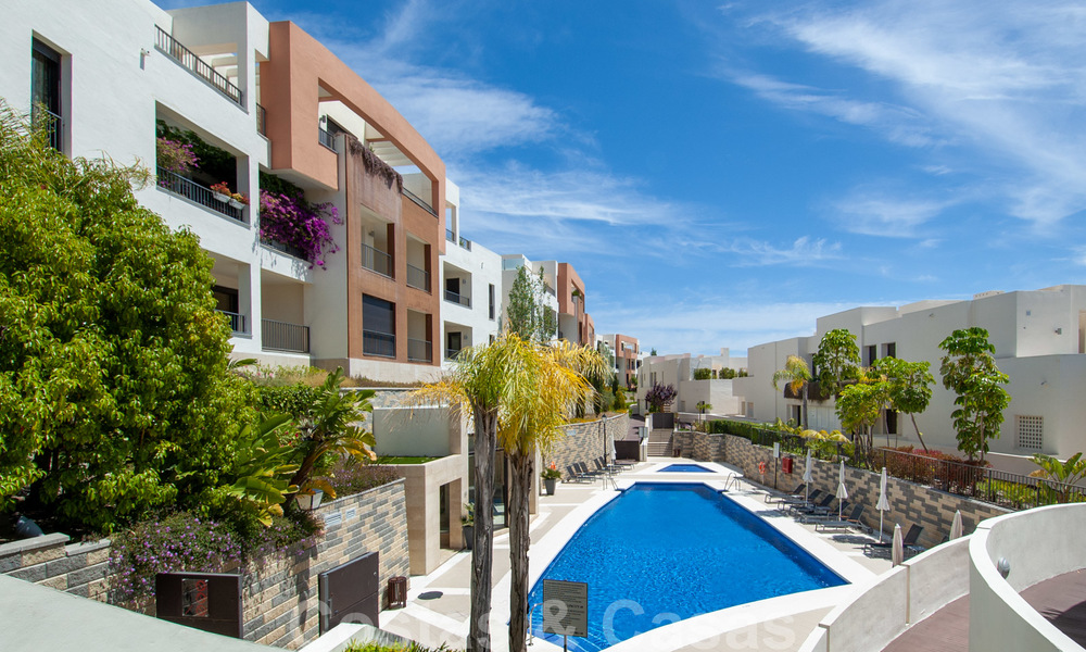 Modern move-in-ready 3-bed luxury apartment with sea and mountain views for sale in Marbella 27410