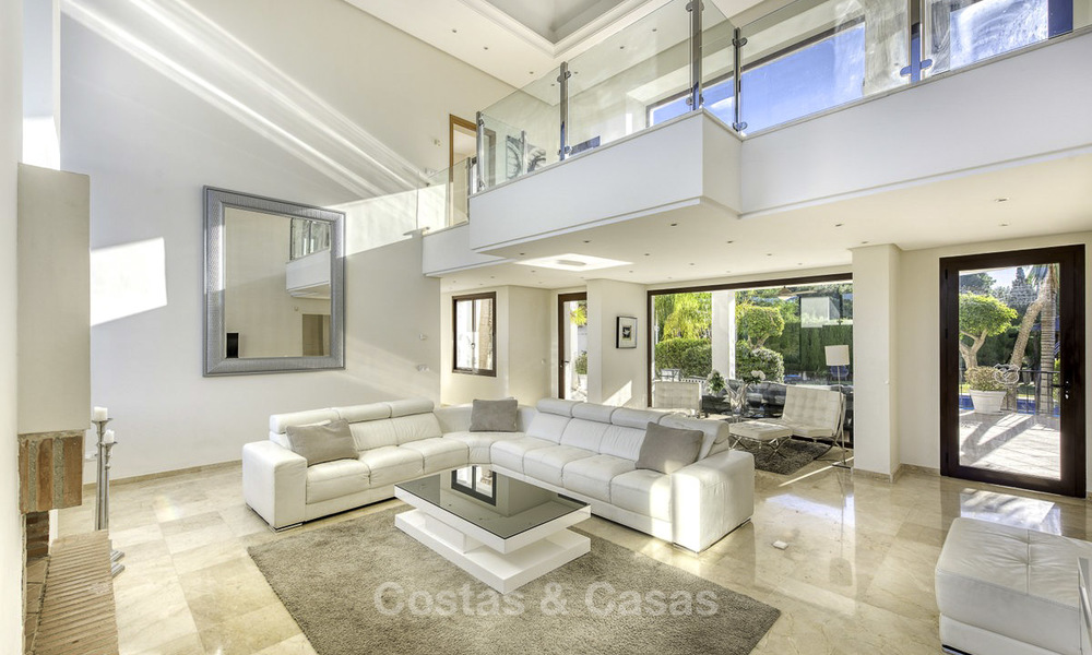 Modern-mediterranean luxury villa with guest quarters for sale, with sea views on the Golden Mile, Marbella 17025