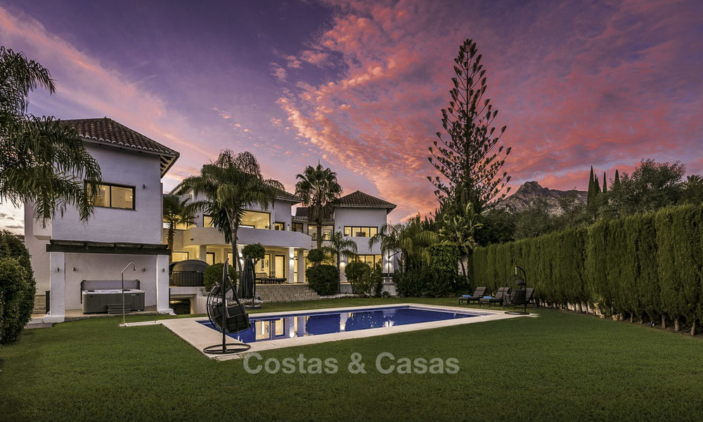 Modern-mediterranean luxury villa with guest quarters for sale, with sea views on the Golden Mile, Marbella 17030