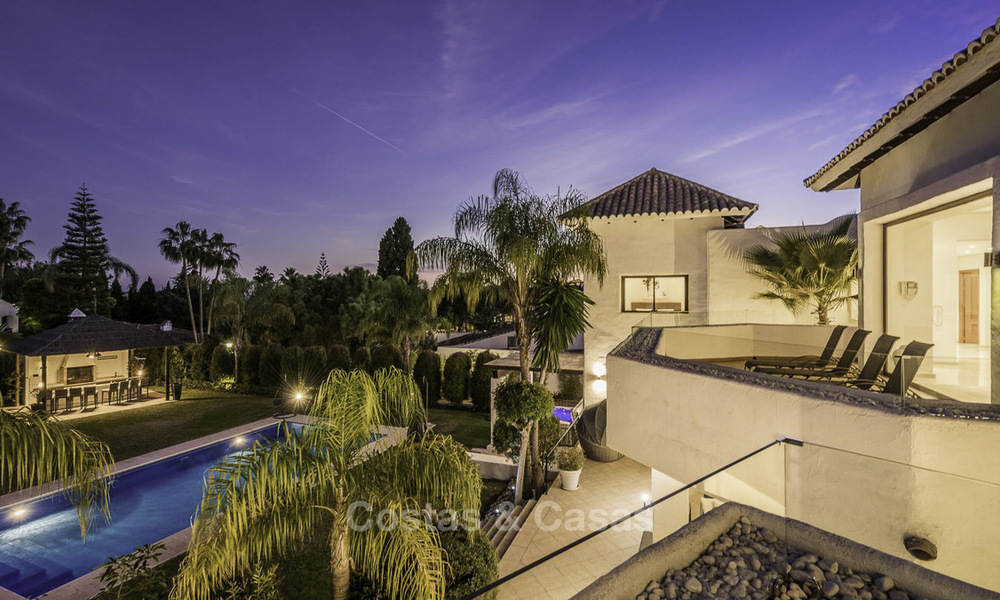 Modern-mediterranean luxury villa with guest quarters for sale, with sea views on the Golden Mile, Marbella 17037