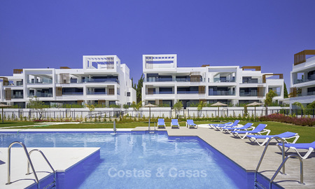 Attractive new modern apartments for sale, walking distance to beach and amenities, between Marbella and Estepona 17364