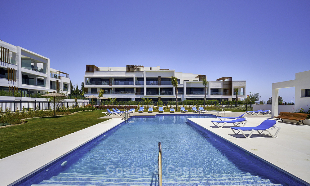Attractive new modern apartments for sale, walking distance to beach and amenities, between Marbella and Estepona 17366