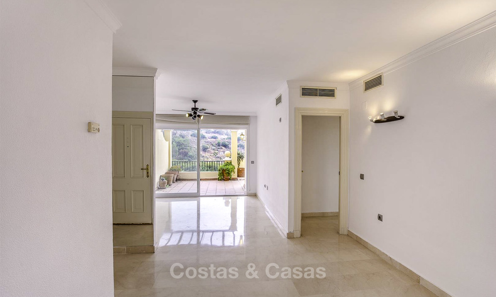 Attractive 3-bed penthouse apartment with spacious terraces and panoramic views for sale, Benahavis - Marbella 17578