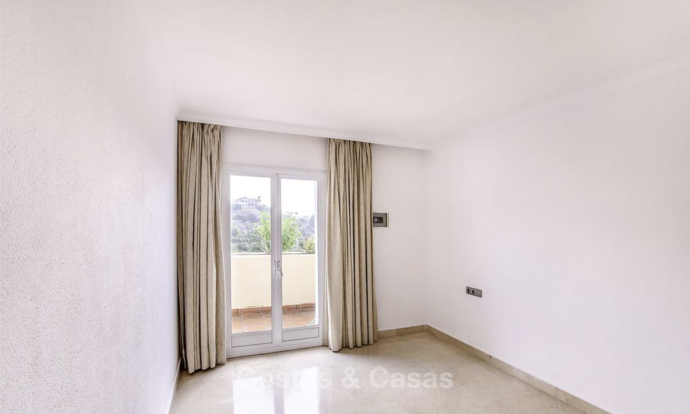 Attractive 3-bed penthouse apartment with spacious terraces and panoramic views for sale, Benahavis - Marbella 17589