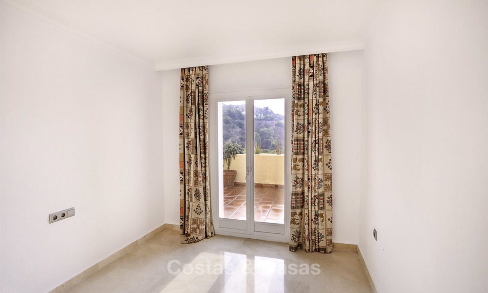 Attractive 3-bed penthouse apartment with spacious terraces and panoramic views for sale, Benahavis - Marbella 17592
