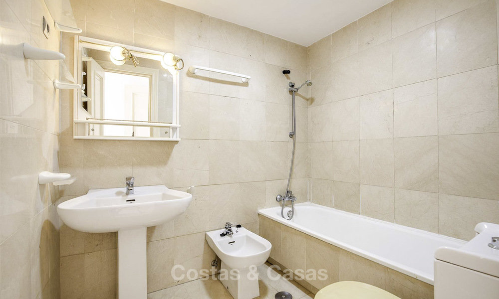 Attractive 3-bed penthouse apartment with spacious terraces and panoramic views for sale, Benahavis - Marbella 17594