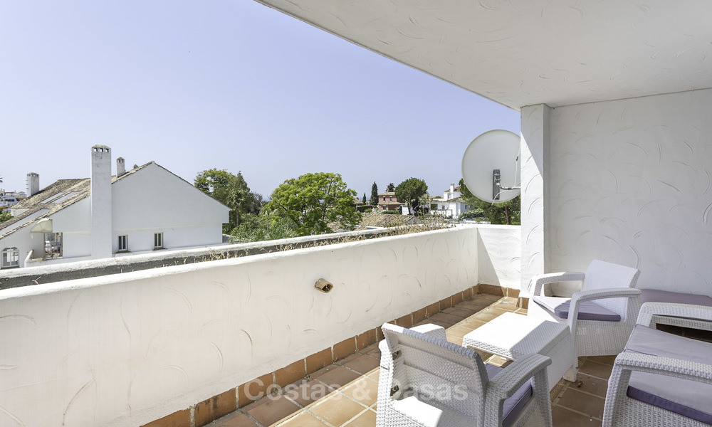 Bright and spacious apartment for sale, walking distance to Puerto Banus, amenities and beach in Nueva Andalucia, Marbella 17974