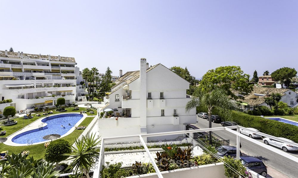 Bright and spacious apartment for sale, walking distance to Puerto Banus, amenities and beach in Nueva Andalucia, Marbella 17975