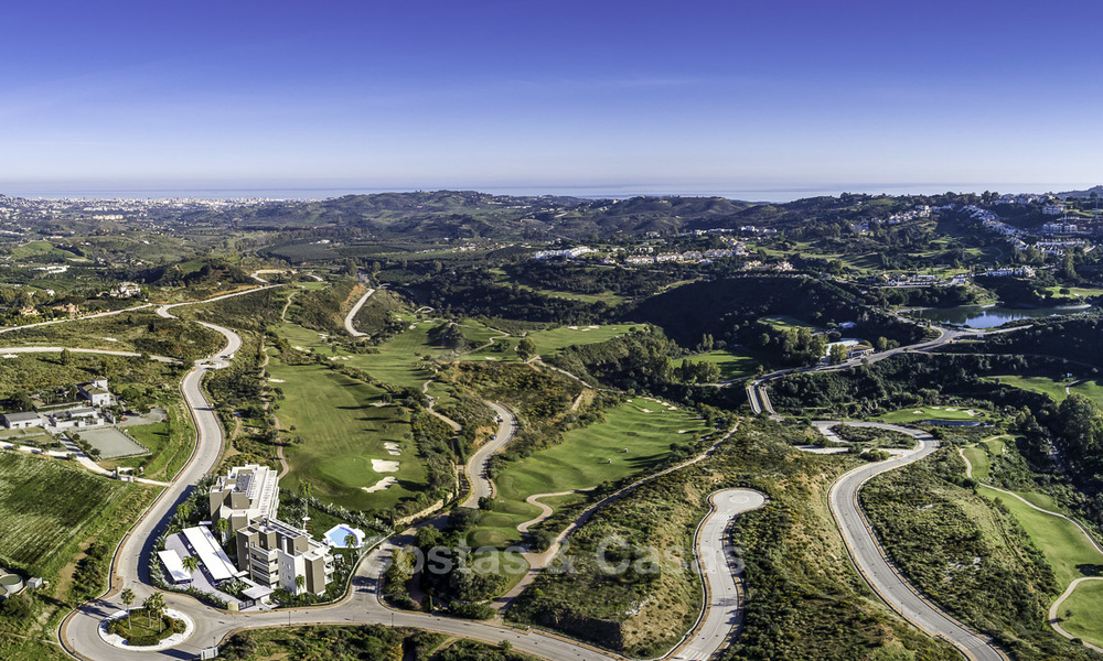 New modern apartments in a superb golf resort for sale, amazing views included! Mijas, Costa del Sol 18098