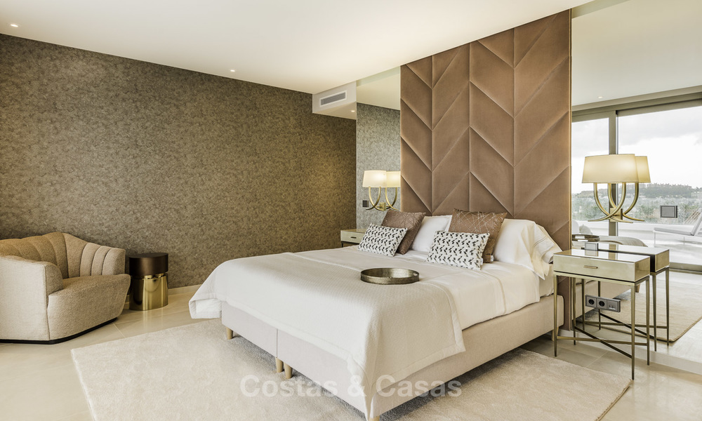 Contemporary spacious luxury penthouse for sale in an exclusive complex in Nueva Andalucia - Marbella 18489