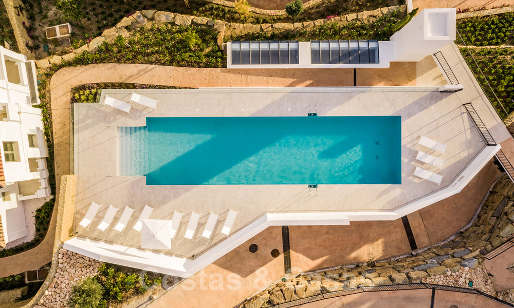 Contemporary spacious luxury penthouse for sale in an exclusive complex in Nueva Andalucia - Marbella 31995