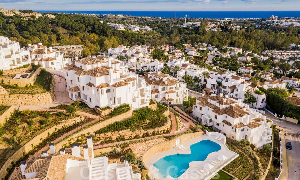Contemporary spacious luxury penthouse for sale in an exclusive complex in Nueva Andalucia - Marbella 31998
