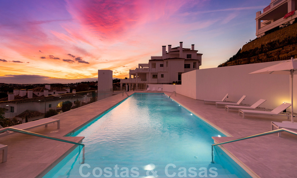 Contemporary spacious luxury penthouse for sale in an exclusive complex in Nueva Andalucia - Marbella 32001