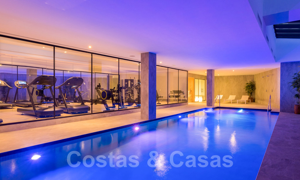 Contemporary spacious luxury penthouse for sale in an exclusive complex in Nueva Andalucia - Marbella 32003