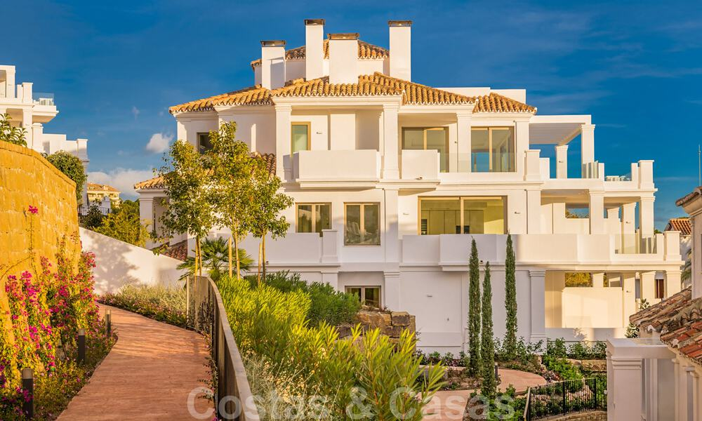 Contemporary spacious luxury penthouse for sale in an exclusive complex in Nueva Andalucia - Marbella 32004