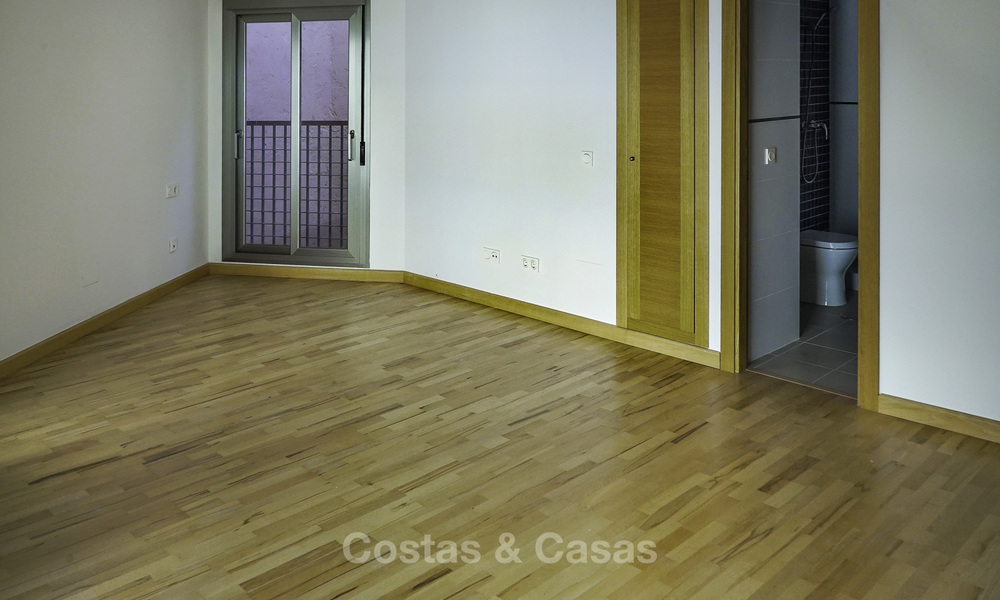 Investment opportunity! Renovated apartments for sale in the centre of Malaga, walking distance to all amenities. 18541