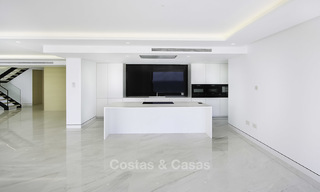Exclusive new modern design beachfront penthouse for sale, move in ready, on the New Golden Mile, Marbella - Estepona 18879