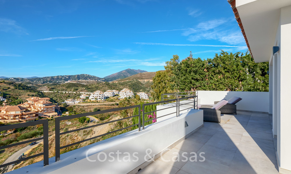 Recently completely renovated traditional villa with sea and mountain views for sale, Nueva Andalucia, Marbella 19536