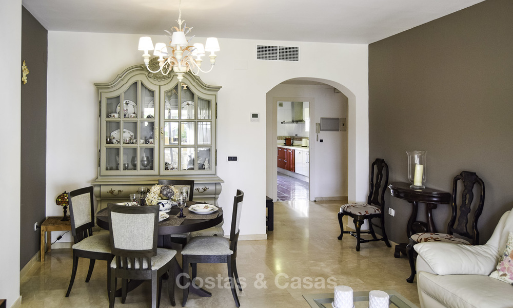 Attractive apartment for sale in a looked after beachfront complex, East Marbella 19577