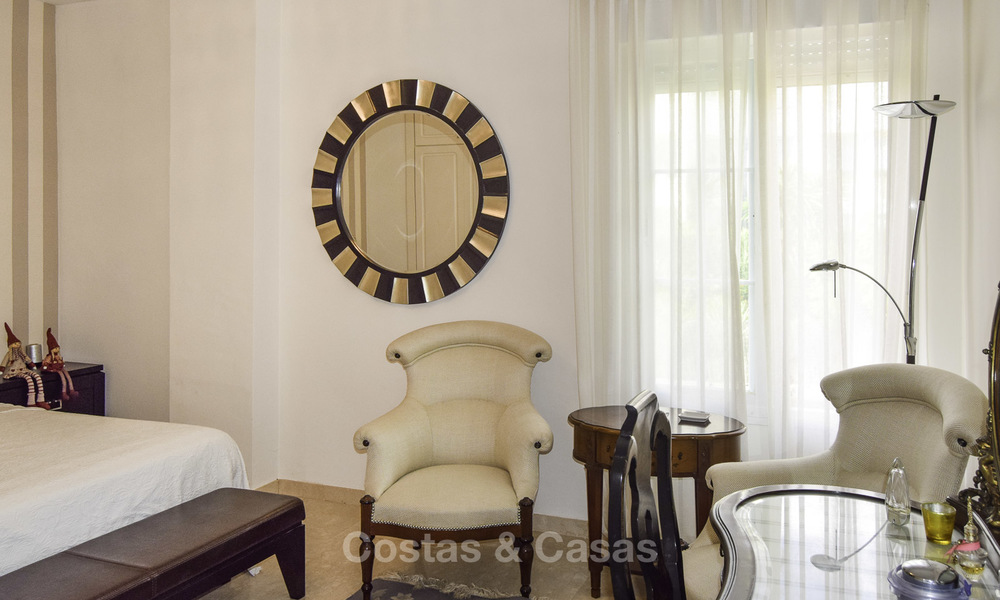 Attractive apartment for sale in a looked after beachfront complex, East Marbella 19585