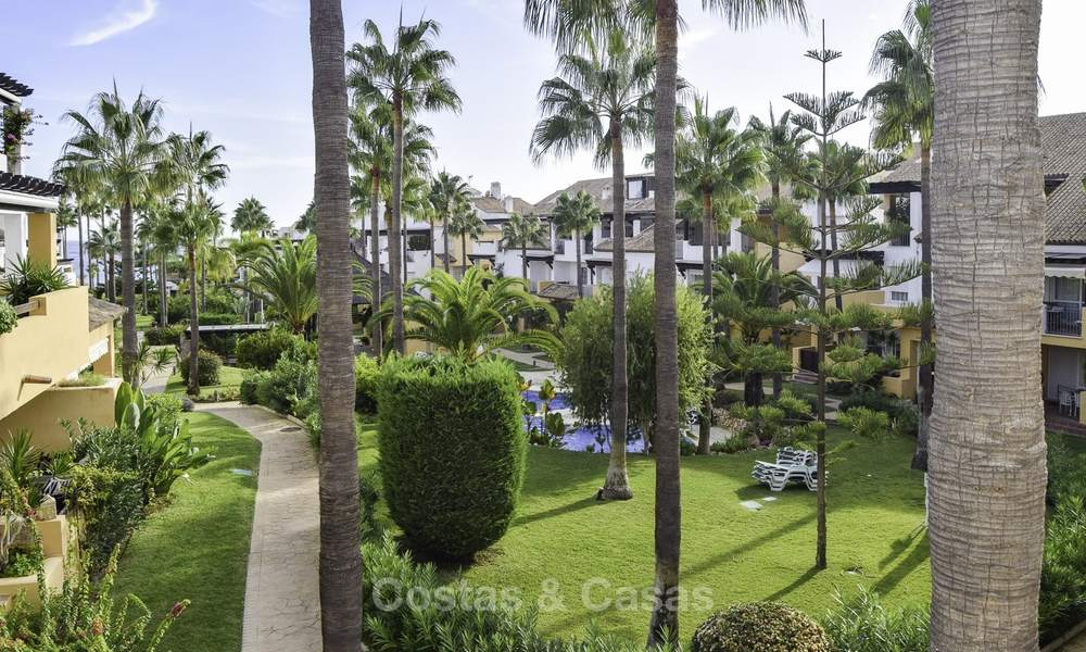 Attractive apartment for sale in a looked after beachfront complex, East Marbella 19589