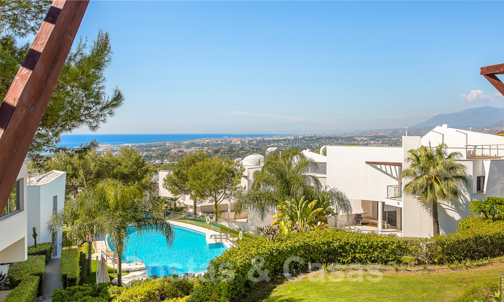 Exceptional luxury villas with sea views for sale, in an exclusive complex in the Golden Mile, Marbella 20845