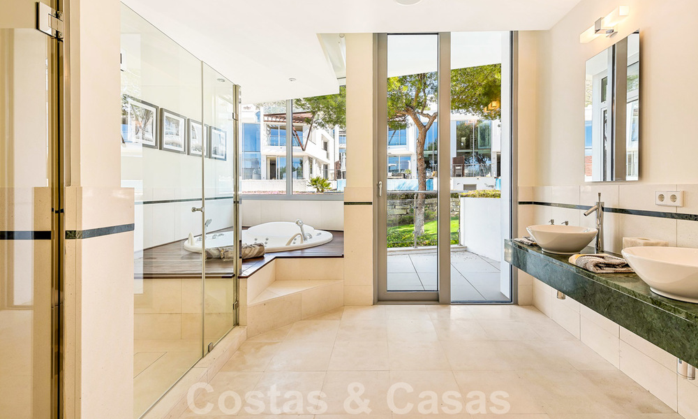 Exceptional luxury villas with sea views for sale, in an exclusive complex in the Golden Mile, Marbella 20846