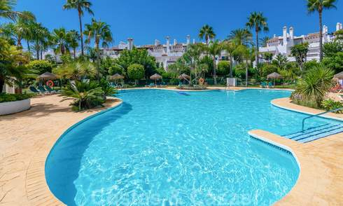 Bright and spacious beach side townhouse on the New Golden Mile for sale, between Marbella and Estepona 21215