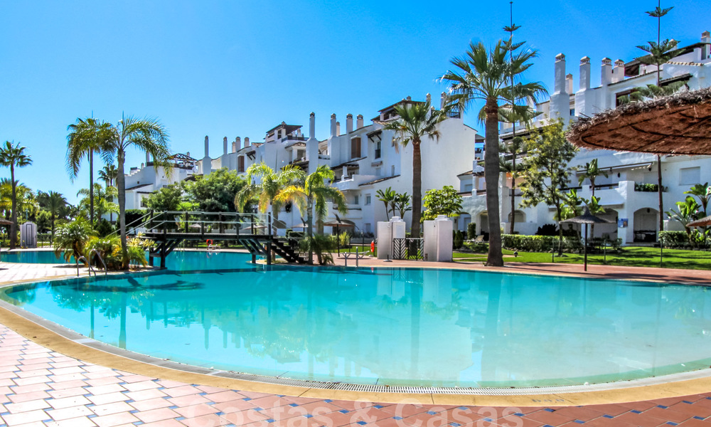 Recently renovated bright apartment for sale in a gorgeous beachfront complex, walking distance to the beach, amenities and San Pedro, Marbella 21944
