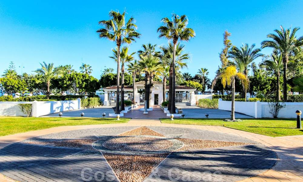Recently renovated bright apartment for sale in a gorgeous beachfront complex, walking distance to the beach, amenities and San Pedro, Marbella 21974
