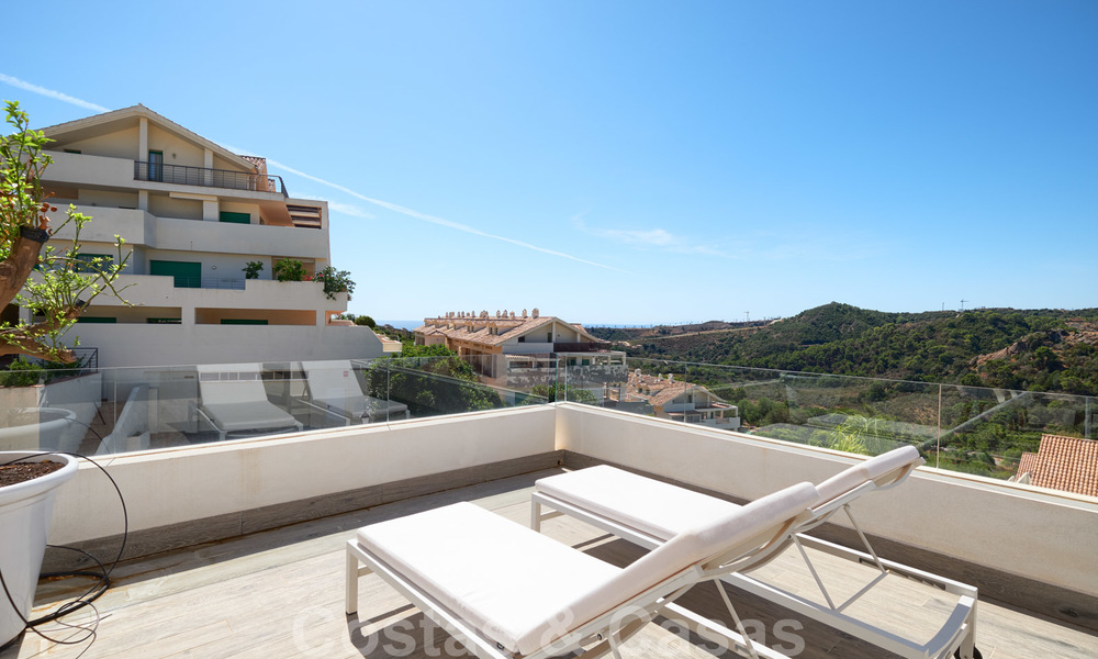 Bright and spacious middle floor apartment with an enormous terrace for sale on the New Golden Mile, Marbella - Estepona 22125
