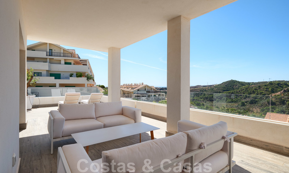 Bright and spacious middle floor apartment with an enormous terrace for sale on the New Golden Mile, Marbella - Estepona 22127