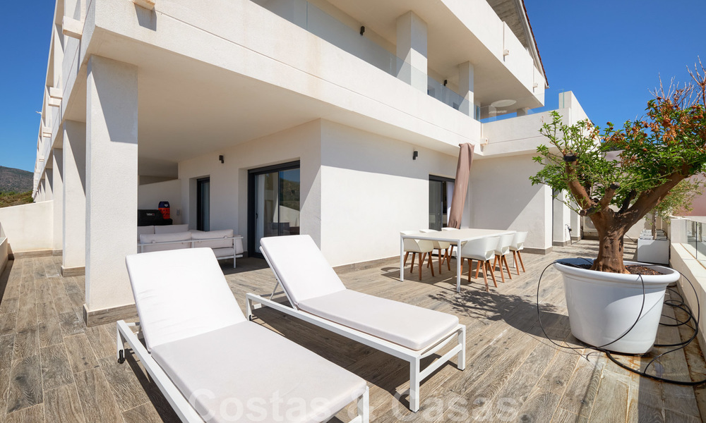 Bright and spacious middle floor apartment with an enormous terrace for sale on the New Golden Mile, Marbella - Estepona 22128