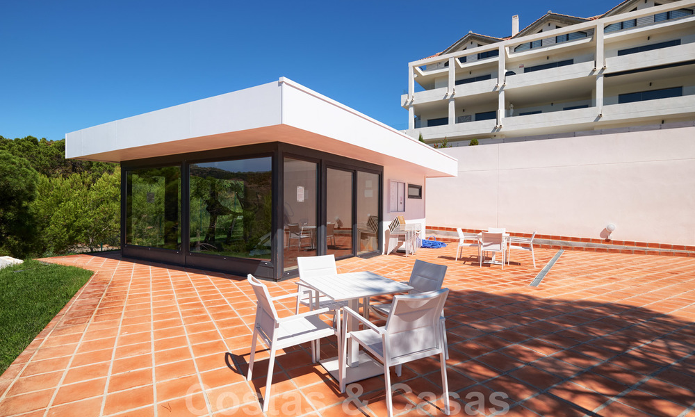 Bright and spacious middle floor apartment with an enormous terrace for sale on the New Golden Mile, Marbella - Estepona 22137