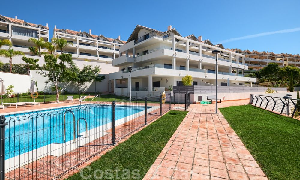 Bright and spacious middle floor apartment with an enormous terrace for sale on the New Golden Mile, Marbella - Estepona 22140