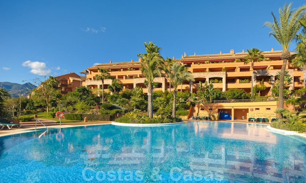 Gran Bahia: Luxury apartments for sale near the beach in a prestigious complex, just east of Marbella town 23003